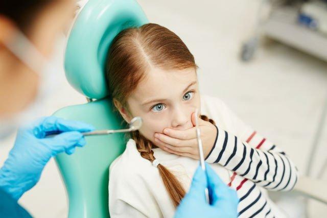 Cosa fare se il bambino è spaventato dal dentista