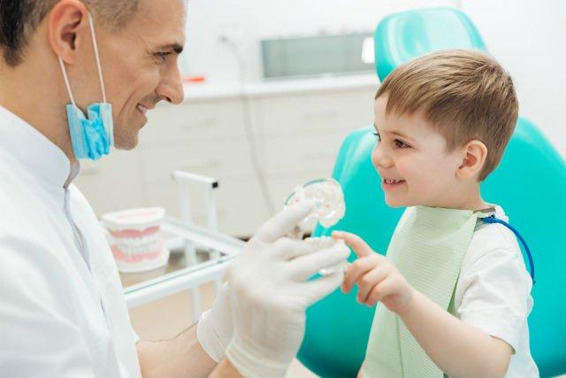 cosa fa un dentista per bambini