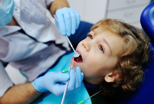 Laser odontoiarico e frenuli dentista per bambini